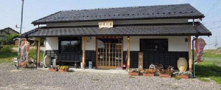 三重県菰野町にある骨董品店・パン屋(天然酵母パン)人生の楽園